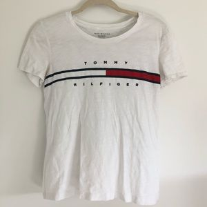 🌻Tommy Hilfiger White Embroidered Lettering Tee